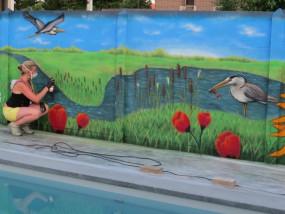 Muurschildering buiten zwembad landschap